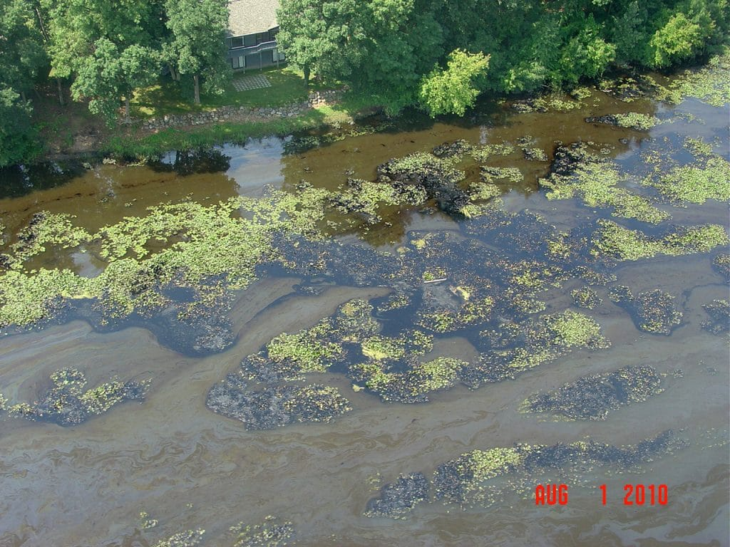 Oil spill on the Kalamazoo river in 2010